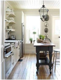 http://primitivedecorideas.com/farmhouse-kitchen-islands/primitive-colonial-decorating-farmhouse-kitchen-island