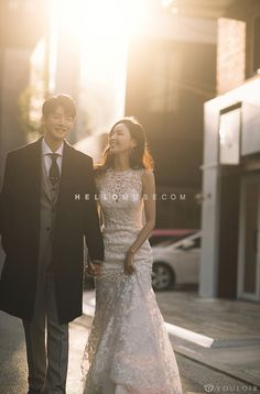 Trendy Wedding Photography Korean Dresses Ideas photography for photographers Trendy Wedding Photography Korean Dresses Ideas Pre Wedding Poses, Pre Wedding Photoshoot, Wedding Shoot, Korean Wedding Photography, Wedding Photography Checklist, Photography Ideas, Korean Bride, Trendy Wedding, Glamorous Wedding