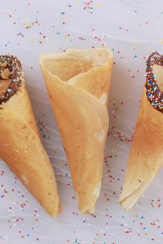Homemade Ice Cream Cones How to make Homemade Ice Cream Cones - No fancy equipment needed! These cones can be made in minutes and taste as good as they look. Homemade Ice Cream Cones How to Frozen Desserts, Easy Desserts, Sorbet, Bigger Bolder Baking, Making Homemade Ice Cream, Sugar Cones, Homemade Waffles, Baking Basics, Recipes