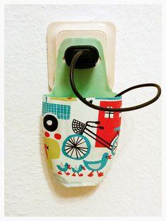 DIY Handy-Ladestation aus einer alten Plastikflasche, zum Aufhängen | Mimi unleashed