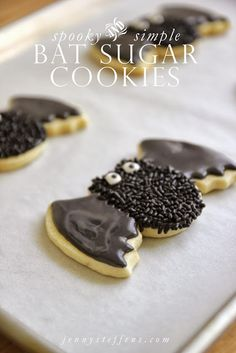 Spooky Bat Sugar Cookies: Cover sugar cookies with chocolate frosting and load on the sprinkles for extra oomph. Just make sure to eat them up before they fly away. Find more easy to decorate spooky DIY Halloween cookies ideas and recipes here. Halloween Desserts, Halloween Cookie Recipes, Halloween Cookies Decorated, Halloween Sugar Cookies, Halloween Goodies, Halloween Food For Party, Easy Cookie Recipes, Halloween Treats, Halloween Cupcakes
