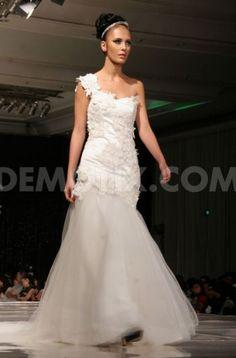 Phangsanny Brides fashion showcased in Surabaya. November 23rd, 2012.