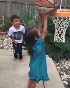 Give this boy an award. Brother And Sister Relationship, Brother Sister, Motivation Success, Faith In Humanity, Viral Videos, Best Funny Pictures, Best Friends, Awards, Sisters