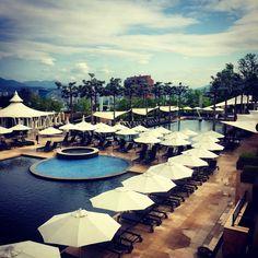 ready to enjoy summer! :D 아직은 한적한 풀사이드..  #summer #pool #hot #sky #instagramer #instacool #Seoul #BanyanTree #Banyan #Tree #Spa #Korea #vacation #여름 #수영장 #반얀트리 #스파 #서울 #비키니 #バンヤンツリー #スパ #먹스타그램 #ソウル #韓国 #夏 #プール