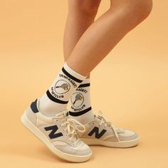 The Classy Issue Zapatillas New Balance, Mode Grunge, Sock Shoes, Running Women, Me Too Shoes, Casual Shoes, Running Shoes, Fashion Shoes, Shoes Sneakers