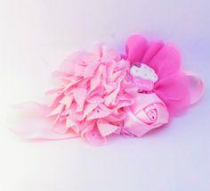 Retrouvez cet article dans ma boutique Etsy https://www.etsy.com/ca-fr/listing/263069168/coeur-et-petit-gateau-rose-leger-bandeau