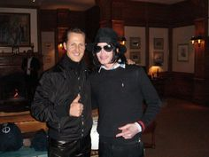 """MJ &  Michael Schumacher - ''Eu era um grande fã dele. Nos conhecemos em uma das minhas últimas corridas em 2006 no Bahrein. Fiquei espantado como alguém que é um gigante no palco era tão temeroso, inseguro e tímido na vida real. Isso provavelmente seria porque muitas pessoas se aproveitaram dele.  Ele era um grande fã de automobilismo e nós estávamos falando sobre isso. E ele queria meu autógrafo, de qualquer jeito, então é claro que ele me conhecia"""". - fonte mjbeats- facebook"""