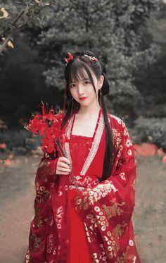 可愛い娘 民族衣装 Cute Asian Girls, Beautiful Asian Girls, Cute Girls, Chinese Traditional Costume, Traditional Outfits, Hanfu, Cheongsam, Oriental Fashion, Asian Fashion