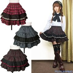 This voluminous 3 tiered skirt is accented by its vibrant pattern print! The middle tier is accented by a bias tape trim. It can be styled in a variety of ways, from schoolgirl style to Lolita. Materi
