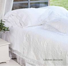 1000 images about chambre coucher romantique shabby. Black Bedroom Furniture Sets. Home Design Ideas