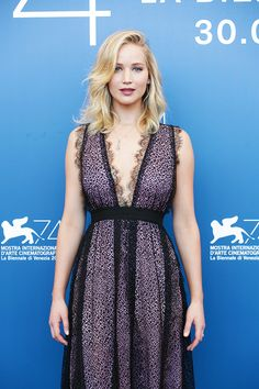 Style File: Jennifer Lawrence in Giambattista Valli and Dior Couture at the Venice Film Festival Jennifer Lawrence Hair, Monica Belluci, Dior Couture, Mode Hijab, Film Festival, Festival 2017, Festival Outfits, Sexy Women, Curvy Women