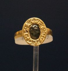 Gold ring set with a late antique intaglio (c. 400 CE) and inscribed RICHARD REX P (or possibly RICHARD REG P). Style of ring consistent with to century. Has been associated with King Richard I British Museum. Medieval Jewelry, Ancient Jewelry, Antique Jewelry, King Richard I, Eleanor Of Aquitaine, Renaissance, Roman Jewelry, Royal Jewels, Crown Jewels