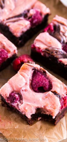 No more box mix! These ultra fudgy homemade brownies are swirled with creamy raspberry cheesecake and dotted with fresh raspberries.