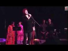 SAKTHI OM_ Dana canta, en un concierto en homenaje a Sathya Sai Baba, oc...