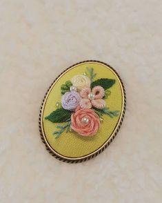 자수 브로치~♡ 이쁨 많이 받아라~뿅 #프랑스자수 #embroidery #자수브로치 #브로치 #소품 #핸드메이드