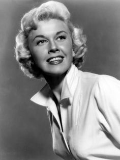 The Films and Stars from Hollywood's Golden Age. Enjoy behind-the-scenes film details and insights into the lives of the stars who made these films great. Golden Age Of Hollywood, Hollywood Stars, Classic Hollywood, Old Hollywood, Hollywood Icons, Hollywood Glamour, Divas, Doris Day Movies, Old Movie Stars