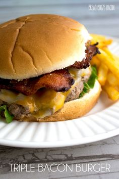 This Triple Bacon Burger seriously THE BEST burger I've ever had & I love me some burgers. Go make this burger as soon as you can! Easy Bacon Recipes, Burger Recipes, Easy Dinner Recipes, Dinner Ideas, Yummy Recipes, The Best Burger, Good Burger, Bacon Hot Dogs, Burger Bread