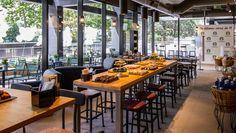 Un nuevo Starbucks Coffee ofrece calidez frente a las Cuatro Torres en Madrid. http://diariodesign.com/2015/06/un-nuevo-starbucks-ofrece-calidez-frente-a-las-cuatro-torres-en-madrid/?utm_content=bufferc933a&utm_medium=social&utm_source=pinterest.com&utm_campaign=buffer Starbucks España