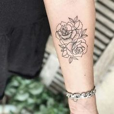 10 Beautiful Rose Tattoo Ideas for Women: #6. TRIANGLE ROSE DESIGN