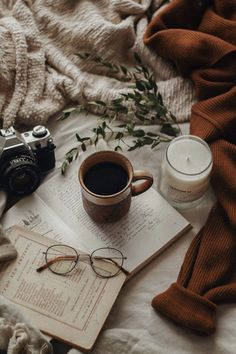 Cozy Aesthetic, Brown Aesthetic, Autumn Aesthetic, Aesthetic Vintage, Aesthetic Photo, Aesthetic Pictures, Aesthetic Outfit, Aesthetic Bedroom, Aesthetic Fashion
