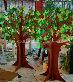 New cardboard tree diy decoration Ideas - Tree Crafts, Diy And Crafts, Crafts For Kids, Paper Crafts, School Projects, Projects To Try, Cardboard Tree, Do It Yourself Baby, School Decorations