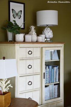 Ein Lichtblick Im Wohnzimmer Mit Ananas Und Artischocke