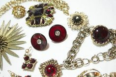 VINTAGE COSTUME JEWELRY LOT RED RHINESTONE CHARM BRACELET FLOWER BURST BROOCH !!                            Seller information  justinsublime (1338  )      100% Positive feedback  Save this seller  See other items     AdChoice  Item condition:--  Time left: 7h 16m 44s (Dec 09, 2012 18:10:34 PST)  Starting bid:US $9.99  [ 0 bids ]