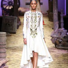 samant-chauhan-at-amazon-india-fashion-week-2017-3