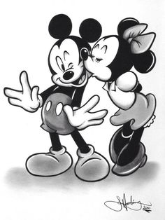 ✶ Minnie gives Mickey a kiss on the cheek❗️★
