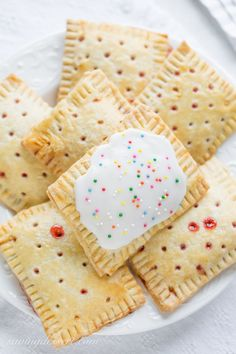 Jul 2016 - Store-bought poptarts are fantastic on-the-go treats that are great for busy morning breakfasts and after school snacks. Like many foods of that ilk, they definitely aren't the healthiest foods out there, but they suffice every Gourmet Recipes, Snack Recipes, Snacks Ideas, Food Ideas, Snack Hacks, Snacks List, Lunch Snacks, Vegetarian Recipes, Strawberry Pop Tart