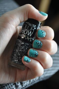 Nailart gradient using Maybelline Colorshow Polka dots in Clearly spotted and L'Oreal Not a cloud in sight.