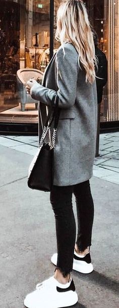 #spring #outfits gray coat and black fitted jeans holding black bag. Pic by @katarinakkovacevic