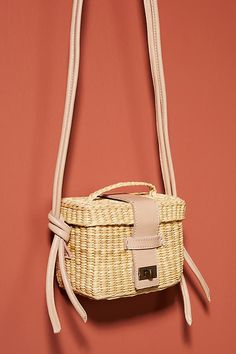 Woven from lightweight yet sturdy reeds, this basket-inspired silhouette is a seasonal refresh of your go-to carryall. Aesthetic Bags, Spring Bags, Summer Purses, Unique Bags, Basket Bag, Cute Bags, Small Bags, New Shoes, Fashion Bags