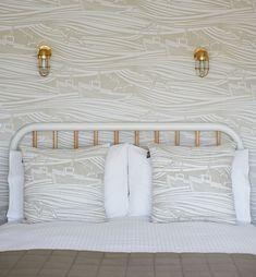 Look Inside: Mini Moderns Dungeness home Boat Wallpaper, Beige Wallpaper, Print Wallpaper, Nautical Wallpaper, Wallpaper Ideas, Victorian Terrace Interior, Victorian Bedroom, Car Bedroom, Gold Bedroom