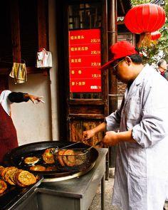Life on Nanchang Lu: Shanghai Street Food #25 Fried Clover Pancakes: Nuòmǐ Căo Tóu 糯米草头