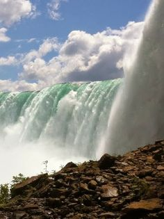 Amazing Snaps: Side view of Niagara Falls
