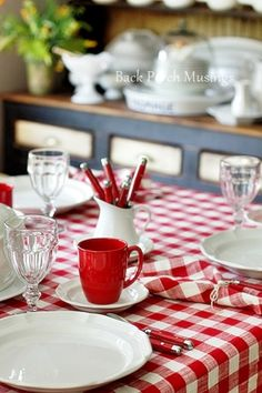 GroBartig Farm Table In Red And White