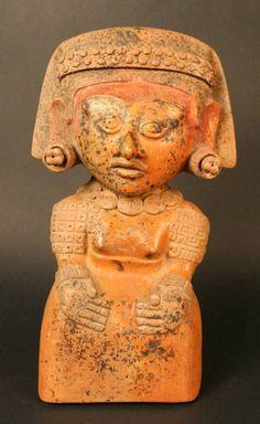 Figura antropomorfa femenina. Cultura Maya. Materiales: Cerámica  Periodo: Clásico Tardío 600- 900 d.C. Fases Coyotlatelco y Texcalac.