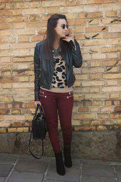 Nanda Pezzi - Bota cano curto + calça marsala + jaqueta de coro + leopard print