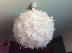 Un joli lustre à plumes blanches, très romantique Creation personnelle Magnifique, non !!