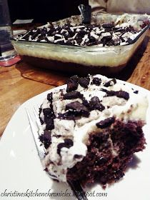 Chocolate Oreo Poke Cake...AGH! I'm dying! :) Also has a link for PEANUT BUTTER BROWNIE CHEESECAKE! yummmy yummy!