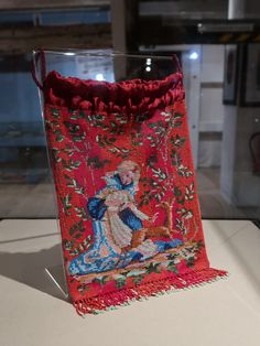 """Knitted purse with antique beads. Museum """"Alter Pfarrhäuser"""" in Mittweida, Saxony Germany Made by Tineke Nieuwenhuijse-Taal. Beaded Purses, Beaded Bags, Vintage Bags, Vintage Handbags, Evening Bags, Elsa, Germany, Museum, Pockets"""