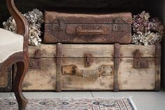 love these old traveling cases! <3<3