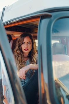 Auto Girls, Car Girls, Photography Poses Women, Portrait Photography, Car Photography, Foto Cowgirl, Car Poses, Pinup Photoshoot, Foto Top