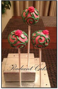 Signature Swirl Cake Pops With Mini Flower(Basket/Bucket not included)This Listing is for 12 (1 Dozen) Signature Swirl Cake Pops with Mini Flower. All Cake Pops are individually wrapped in a clear plastic bag and tied with a ribbon. Each order of 12 cake pops will be shipped in a box with ti...