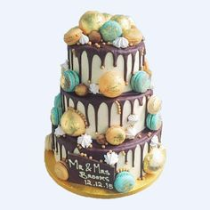 BAUBLES WEDDING CAKE