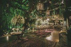 Decoração criada por Roberto Cohen. O casamento de Paula e Ian foi publicado no Euamocasamento.com, e as fotos são de Renata Xavier. #euamocasamento #NoivasRio #Casabemcomvocê