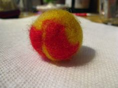 how to create a needle felted ball - for solar system planets Solar System Mobile, Solar System Planets, Felted Wool, Wool Felt, Felt Ball, Fun At Work, Beading Tutorials, Needle Felting, Craft Ideas
