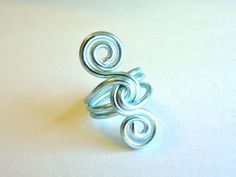 Wire S Knot Ring Custom Made You Choose The by refreshingdesigns - Handarbeit Wire Jewelry Making, Handmade Wire Jewelry, Jewelry Making Tutorials, Craft Jewelry, Earrings Handmade, Diy Schmuck, Schmuck Design, Wire Wrapped Earrings, Wire Wrapped Pendant