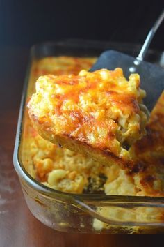 The best Baked Macaroni and Cheese packed with two types of cheese and cooked to perfection. So easy to make, this is a great weekday meal recipe the whole family will enjoy. Macaroni and Cheese packed with two types of cheese and baked to perfection. Southern Macaroni And Cheese, Macaroni And Cheese Casserole, Best Macaroni And Cheese, Macaroni Cheese Recipes, Mac And Cheese Homemade, Southern Baked Mac And Cheese Recipe, Oven Mac And Cheese, Macaroni Pie, Baked Macaroni And Cheese Recipe With Eggs